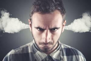 6 dicas controle emocional | homem nervoso soltando fumaca pelas ventas