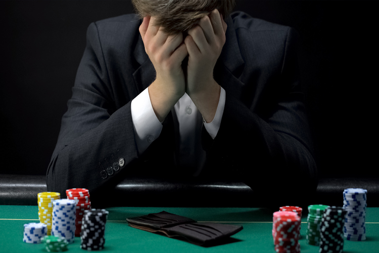 Homem gastou todo o seu dinheiro com jogos
